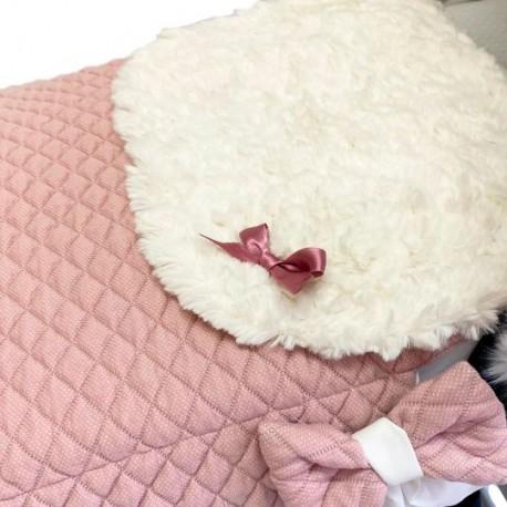 Capazo con colcha rombos acolchado rosa